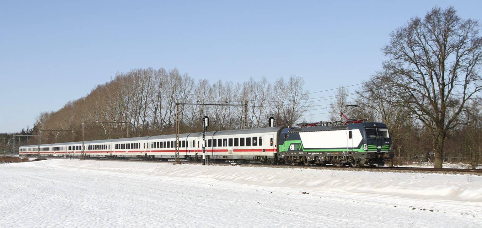 NSI 193 759 met vertraagde IC 145 (Amsterdam-Berlijn) bij Zenderen, 11-02-2021.-GF