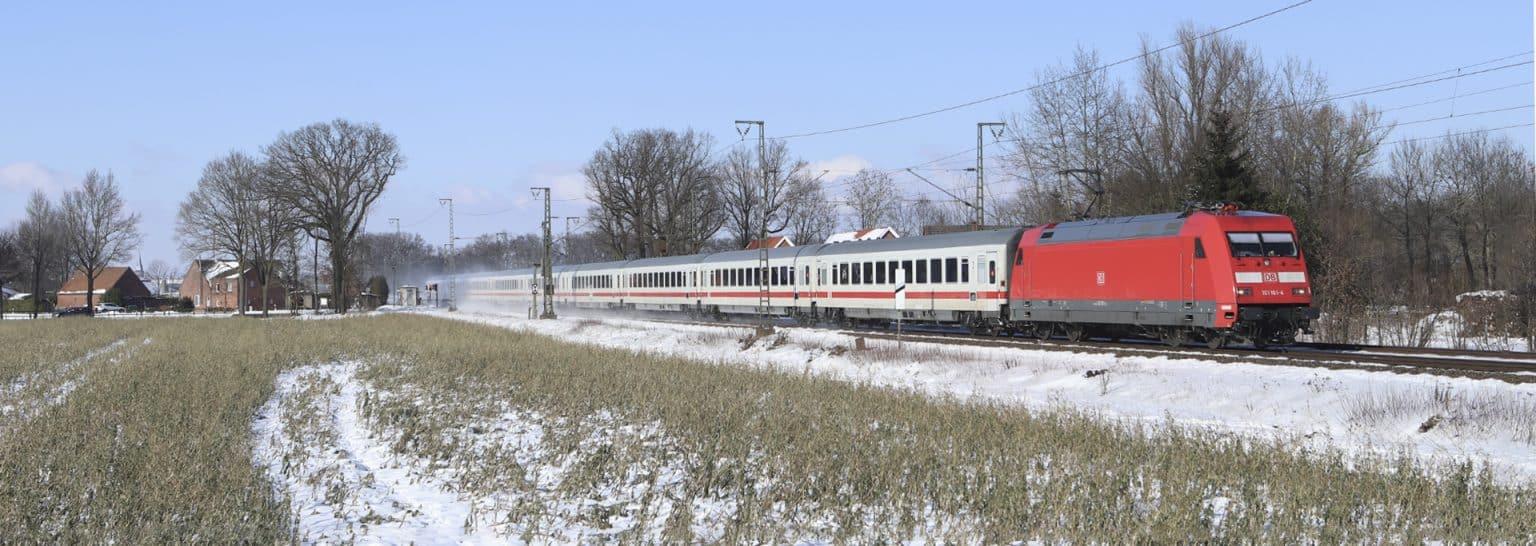 DB 101 101-4 met IC 145 (Amsterdam-Berlijn) bij voormalige blokpost Deves bij Salzbergen, 12-02-2021.-SF